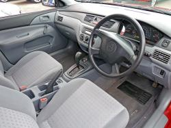 MITSUBISHI SPACE RUNNER interior