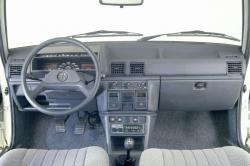 PEUGEOT 305 BREAK interior