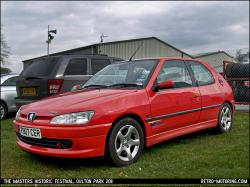 PEUGEOT 305 red