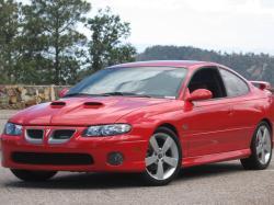 PONTIAC GTO 5.7 red