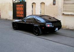 PORSCHE 928 black