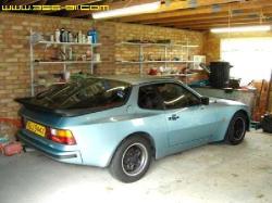 PORSCHE 944 blue