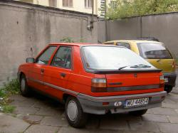 RENAULT 11 FLASH red
