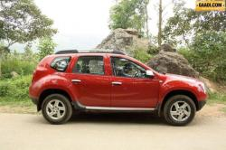 RENAULT DUSTER 1.6 green