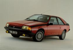 RENAULT FUEGO 2000 red