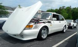 SAAB 900 white