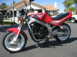 SUZUKI GS500 red