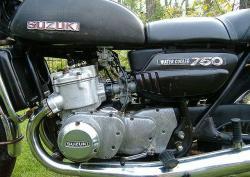 SUZUKI GT 750 black