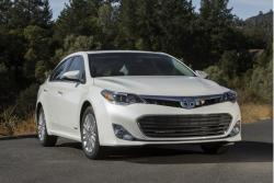 TOYOTA AVALON white