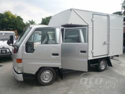 TOYOTA DYNA red