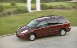 TOYOTA SIENNA red