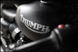 TRIUMPH ADVENTURER black