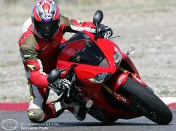 TRIUMPH DAYTONA 675 red