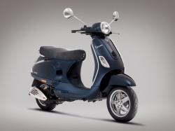 VESPA LX 125 blue