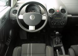 Volkswagen beetle review and photos for Interieur new beetle 2000