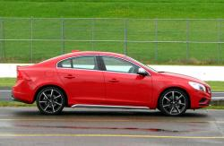 VOLVO S-60 red