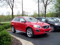 VOLVO XC60 red