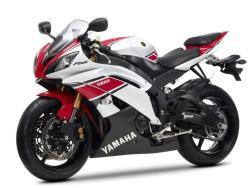 YAMAHA 600 R6 red