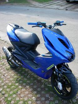 YAMAHA AEROX blue