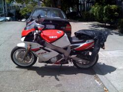 YAMAHA FZR 600 red