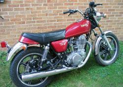 YAMAHA SR 500 red
