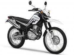 YAMAHA XR 250 black