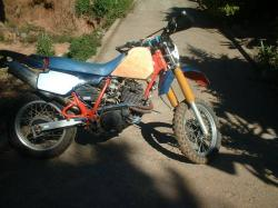 YAMAHA XT 250 red