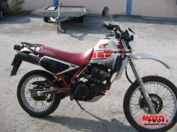YAMAHA XT 350 red